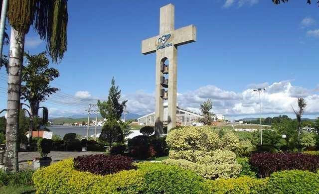 Cruzeiro que marca a entrada da comunidade Canção Nova, em Cachoeira Paulista, SP
