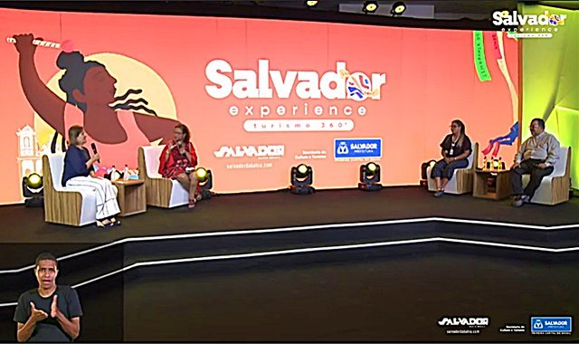 Participantes do painel sobre turismo religioso do evento Salvador Experience